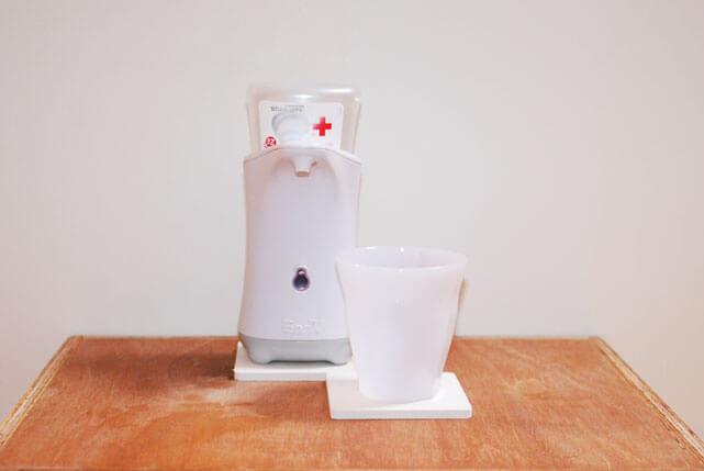 「キャンドゥの珪藻土 洗面コップ置き」水滴吸収でストレスなしの洗面台に!
