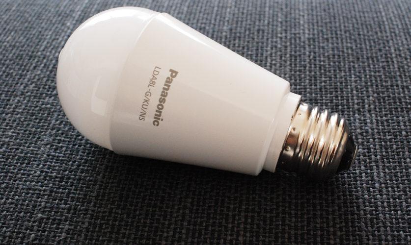 スイッチが届かなかった子供にも好評♪  トイレに人感センサー付きLED電球を採用!